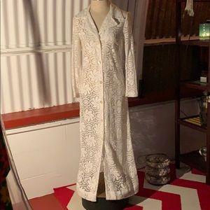 Elegant cream lace collared vintage 70s dress